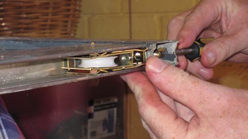 Superbe Photos Of Replacing Wardrobe Sliding Door Rollers